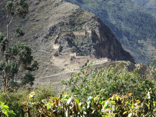 El Albergue Ollantaytambo: View of Ollantaytambo Fortress from balcony in picture #3