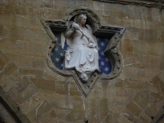 Loggia dei Lanzi: Details on the facade
