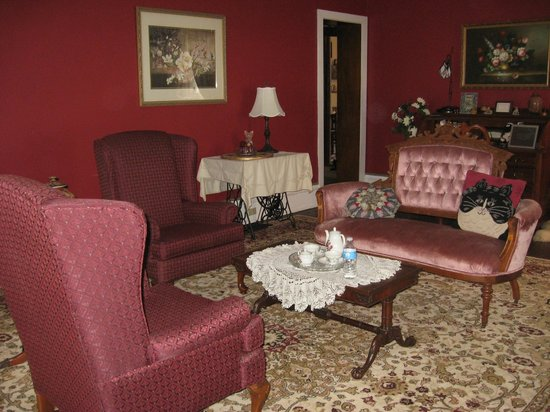 Spencer House Bed and Breakfast: Parlor
