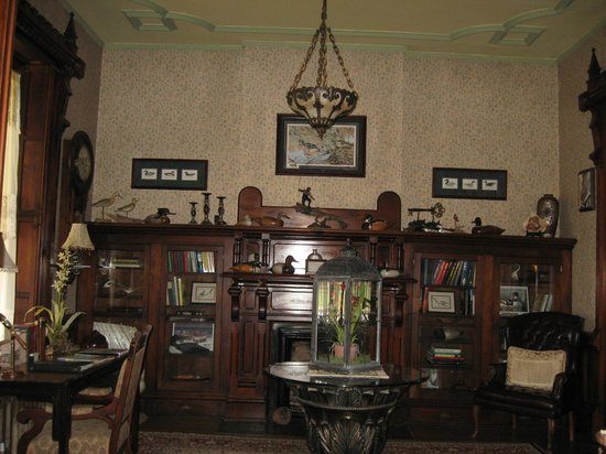 Spencer House Bed and Breakfast: The Library