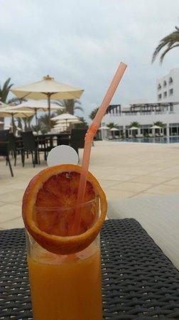 Radisson Blu Resort & Thalasso : рядом с бассейном