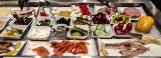 Falkensteiner Hotel Am Schottenfeld: One small section of the massive buffet breakfast