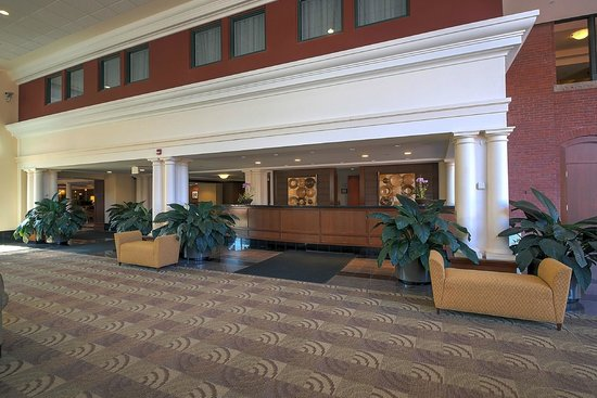 Southbridge Hotel And Conference Center : Front Desk