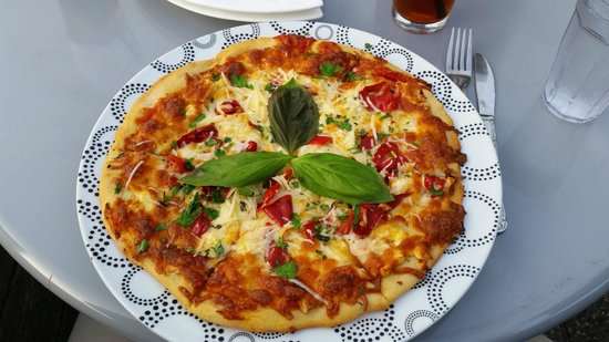 Orupa Restaurant: Peppers, Garlic, Onions, Cheeses and a Great Crust!