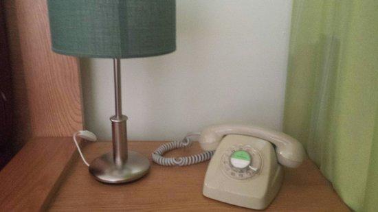 Cordial Green Golf: Retro phone :)