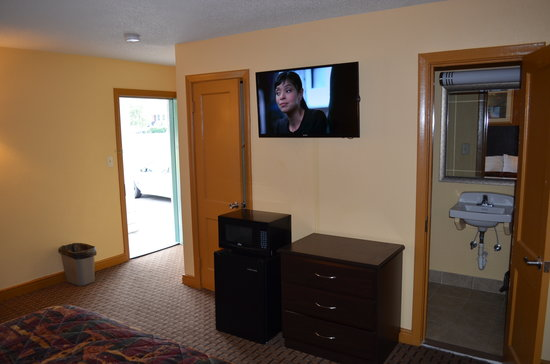 Knights Inn Glen Allen VA: 42' LED's With Directv HD Programming
