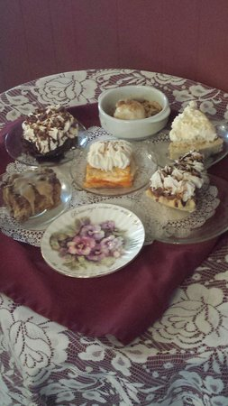 Oatman House : Wonderful desserts! Home-made pies!