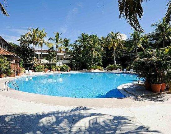 Hotel Villas Paraiso: Alberca del hotel