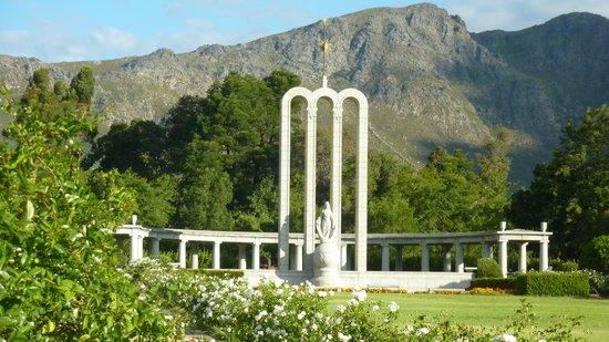 The Huguenot Memorial Monument: jardim