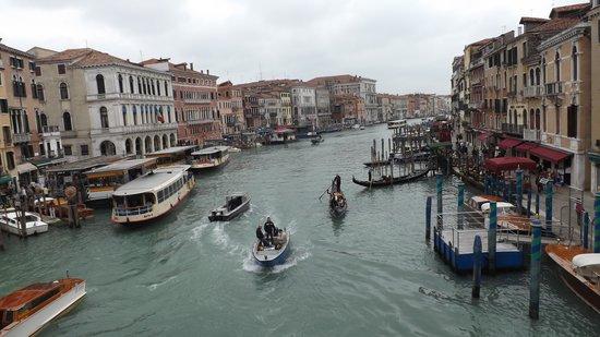 Best Holidays Venice B&B : vista desde el puente rialto