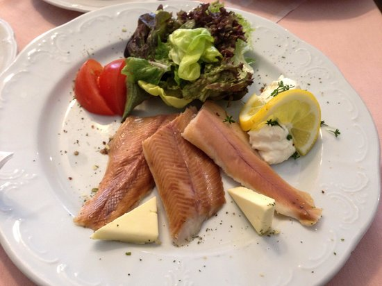 Restaurant Sanger Blondel: Locally smoked trout snack with roll €7.90
