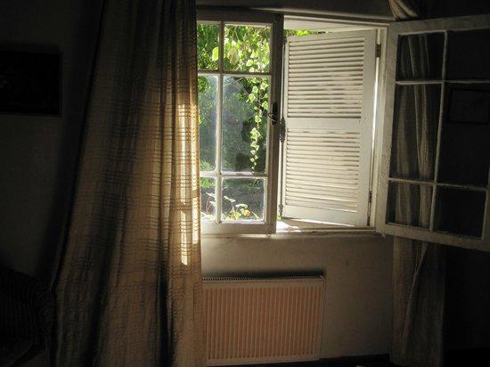 Cascada de las Animas: Radiador de la habitación justo debajo de la ventana, que no la tempera si a las 22hrs está abie
