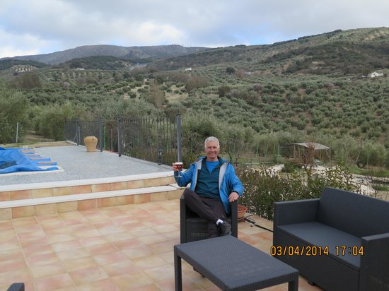 B&B Lasnavillas m&m: Lovely patio and view (early March)