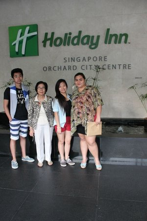Holiday Inn Singapore Orchard City Centre: Outside the hotel
