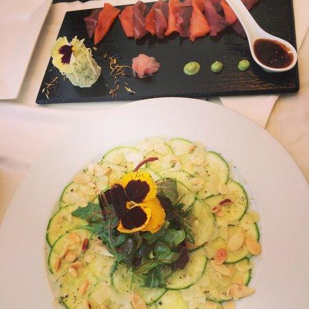 Carpaccio de courgette et sashimi delicieux a La Oliva Ibiza