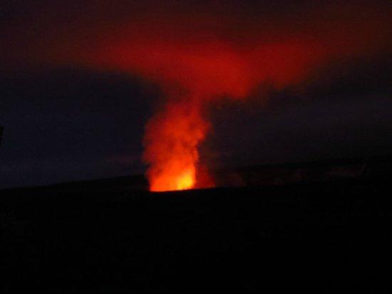 "Hawaii Volcanoes National Park : The ""glow"" at night..."