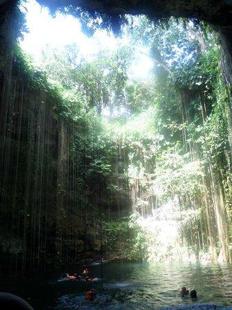 Cenote Ik kil: Lindas Paisagens