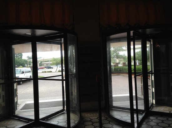 Pensacola Grand Hotel : view from the doors