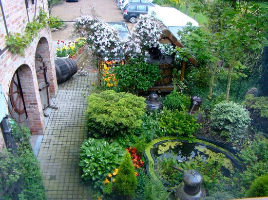 Hotel De Stokerij : garden from room - front