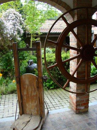 Hotel De Stokerij : front porch