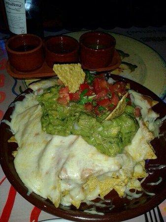 La Mordida: Los increibles nachos con guacamole
