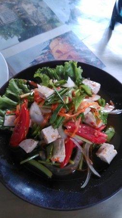 Pa Nual: Salade pimentée avec du tofu, aroy mak mak