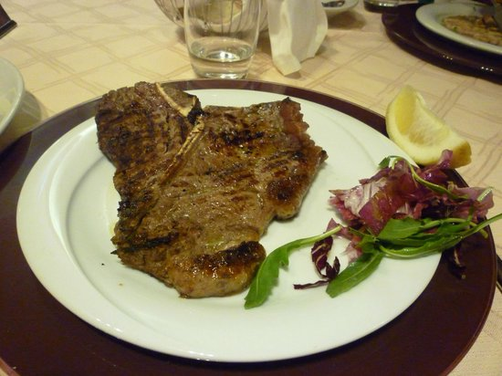 Pompei Resort: steak as big as your head!!
