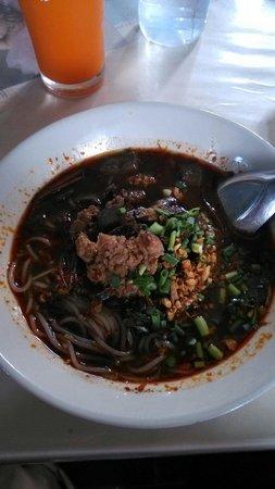 Pa Nual: Soupe northern style avec cubes de sang de porc