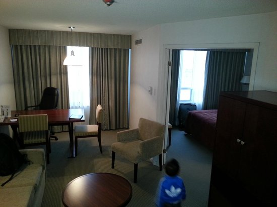Quality Suites Toronto Airport: room