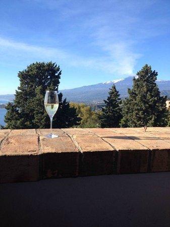Hotel Villa Carlotta : Champagne ao café da manhã : Um brinde ao Etna !