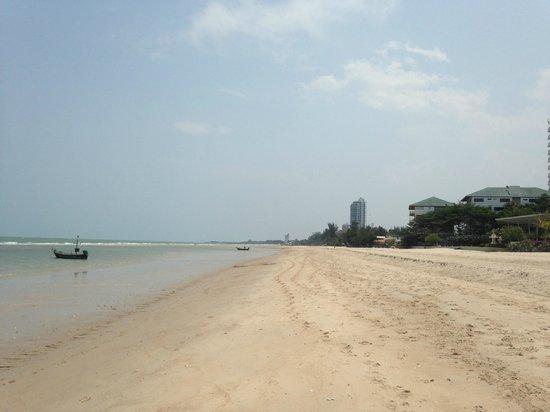The Regent Cha Am Beach Resort : 10 mins walk towards Cha Am - looking back towards the hotel