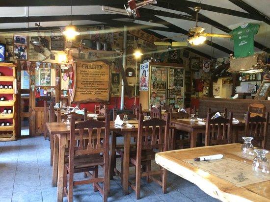 Restaurante Ahonikenk Chalten Fonda Patagonia: El lugar por dentro