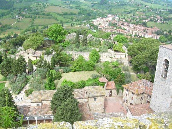 San Gimignano Bell Tower: Blick nach Westen zur Burg Rocca
