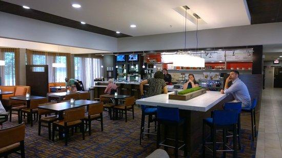Courtyard Charlottesville North: Breakfast area