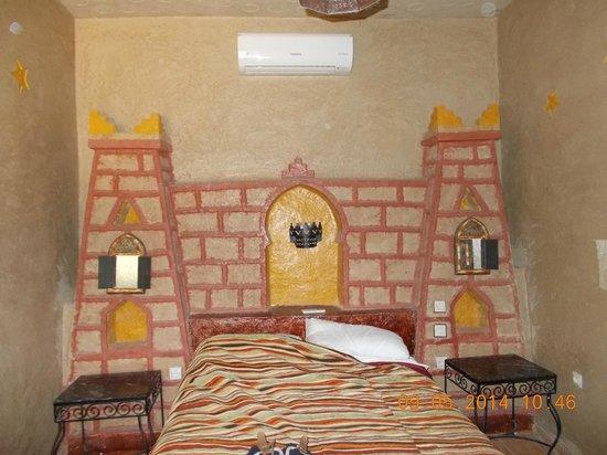 Kasbah Le Touareg: Caberera de la cama original