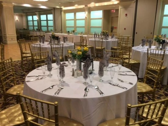 Radisson Hotel New Rochelle: Ballroom set up
