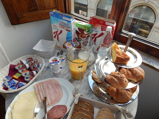 B&B Florence Chic: Breakfast with Louis Vuitton outside