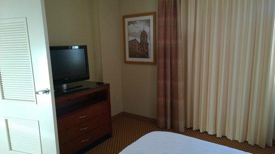 Hilton Richmond Downtown: Bedroom tv