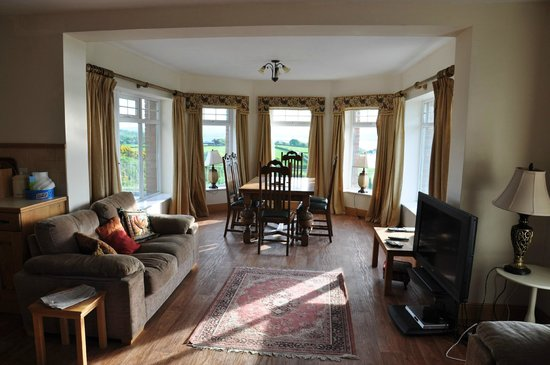 Ballylawn Lodge Bed and Breakfast: Dining room
