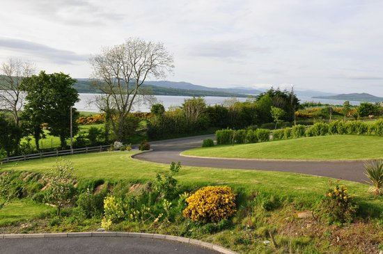 Ballylawn Lodge Bed and Breakfast: View from the front of the house
