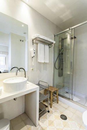 Hotel Boutique Elvira Plaza : habitación doble, con bañera o ducha hidromasaje