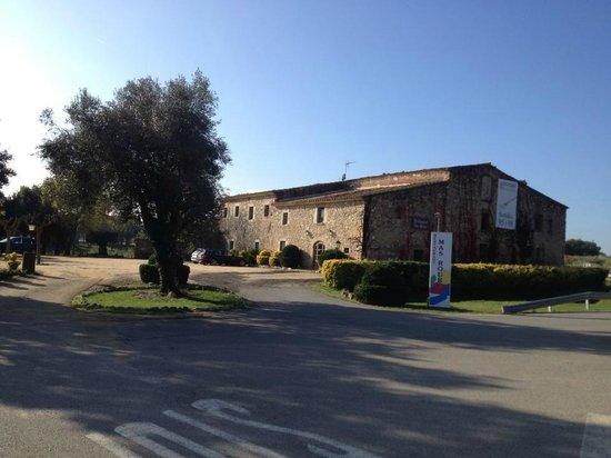 Restaurant Mas Roure : La nostre masia desde l´ exterior