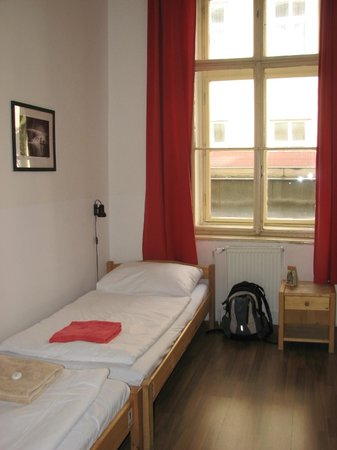 Travellers'Hostel: 2 beds in my room