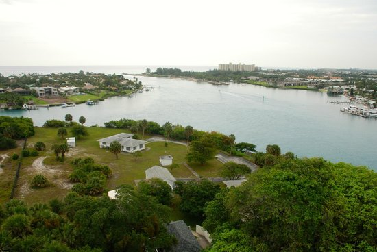 Jupiter Inlet Lighthouse & Museum: View from the top toward Jupiter Inlet