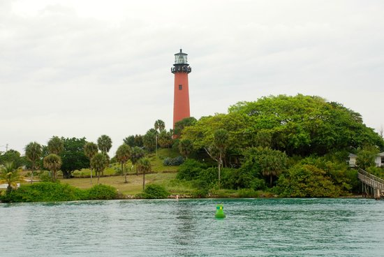 Jupiter Inlet Lighthouse & Museum: View from nearby dock
