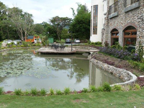 Los Mandarinos Boutique Spa & Hotel Restaurant: noria al lado del restaurante Triana