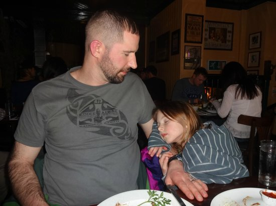 The Old Storehouse Bar & Restaurant: The surroundings were so comfortable our older daughter took a nap.