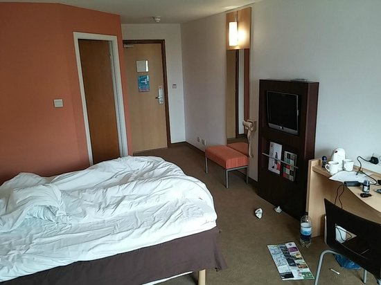 Ibis Dublin: room