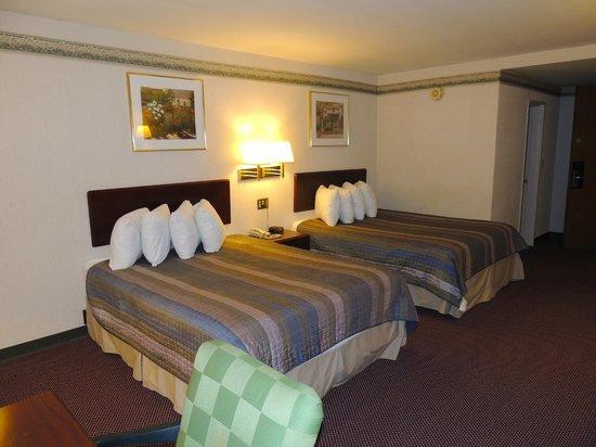 Budget Host Inn & Suites: 2 Queen Beds