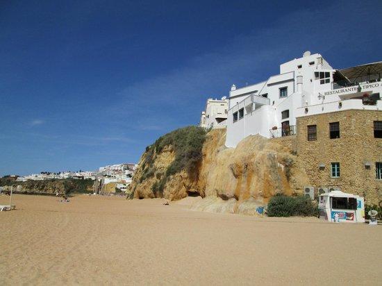 Hotel Almar: Beach